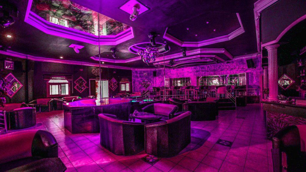 Kıbrıs'taki Striptiz Klüplerinden Birinin içerisi